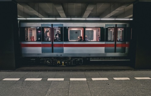 train-2663056_960_720